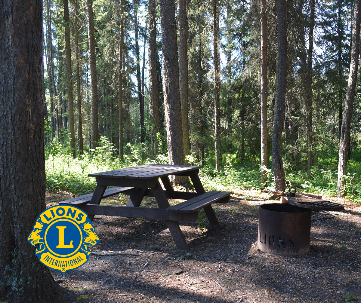 Outdoor Picnic Area - Whitecourt Lions Campgound - Whitecourt, AB